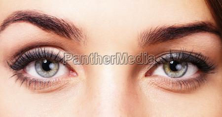 belos olhos de uma mulher