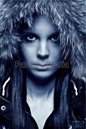 mulher com kapuze