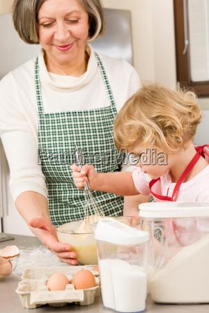 mulher avo cozinha cozinheiros cozinhar queimar