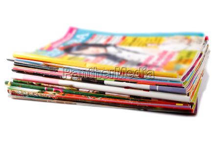 pilha de revistas coloridas velhas
