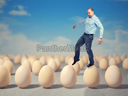 andar em ovos