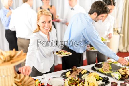 restaurante pessoas povo homem alimento partido