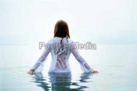 mulher na agua