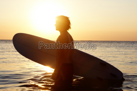 surfista na agua