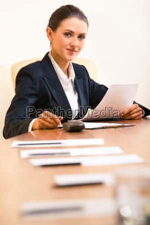 mulher pessoas povo homem escritorio tabela