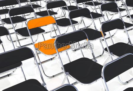 a cadeira dobravel no meio da