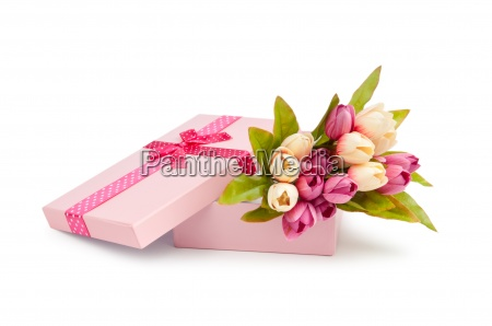 giftbox e tulipas isolado no branco