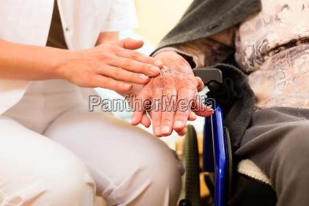 servico cuidado enfermeira ajuda cuidadores de