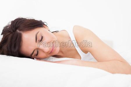 mulher triguenha que cai adormecida em
