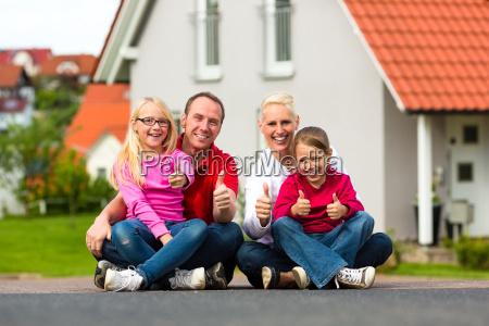 a familia senta se fora de