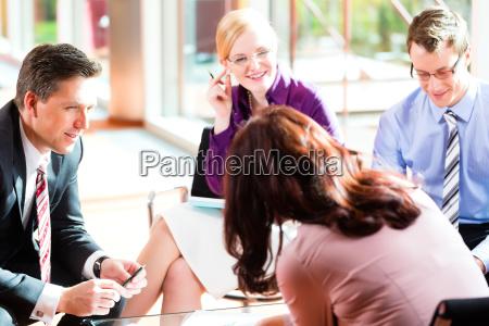 riunione daffari in un ufficio