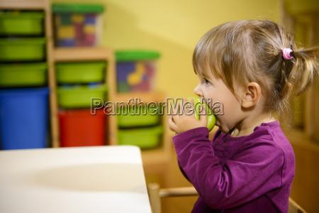 alimento refeicao comer jardim de infancia