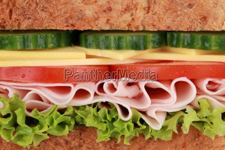 feche acima de um sanduiche com