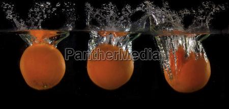 laranjas na agua