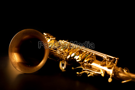 saxofone dourado sax tenor foco seletivo