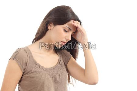mulher com uma dor de cabeca