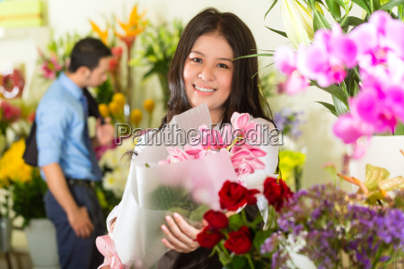 seller and customer in the flower