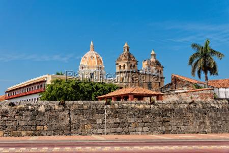 parede da cidade e da igreja