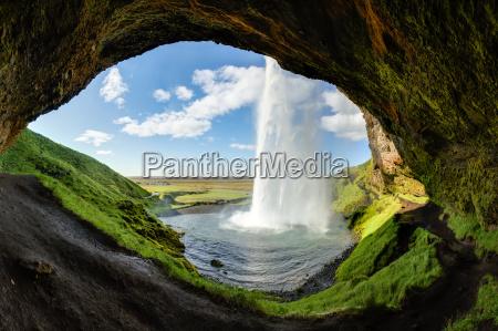 cachoeira seljalandsfoss em islandia