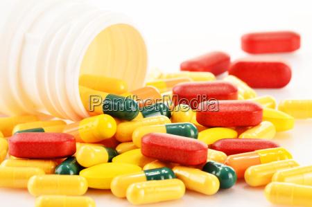 composicao com variedade de comprimidos da