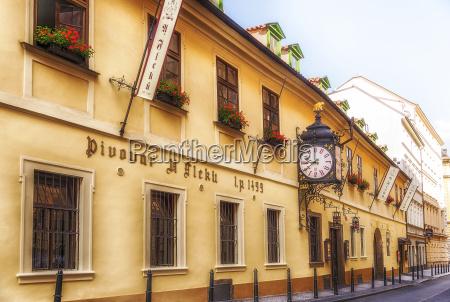 restaurante historia relogio praga construcao edificios