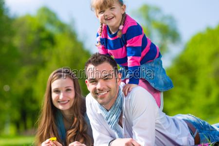 mulher verao felicidade domestica prado crianca