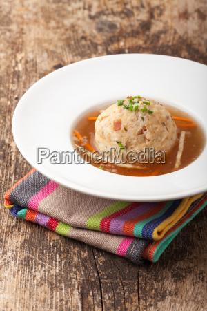 tirol torta kloss dumplings sopa caldo