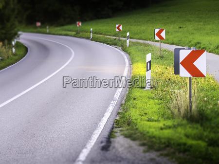 curva perigosa da estrada