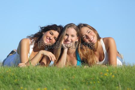 retrato de um grupo de tres