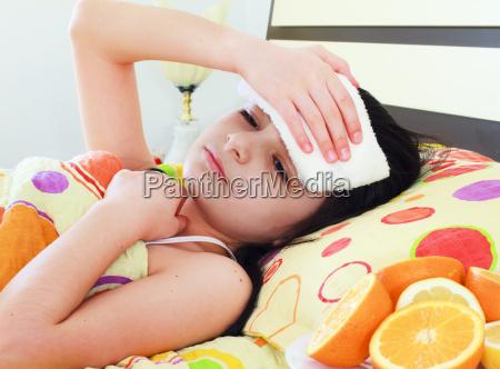 rapariga, doente, na, cama - 10330839