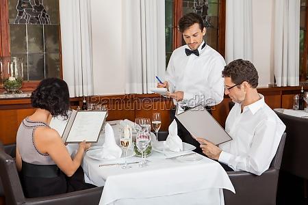 restaurante diversao partido celebracao garcom alimento
