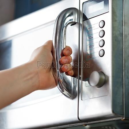 abertura da porta do forno de