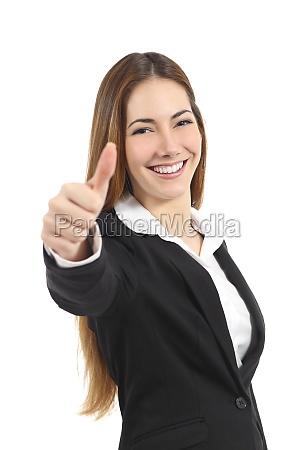 bella donna daffari felice indicando pollice