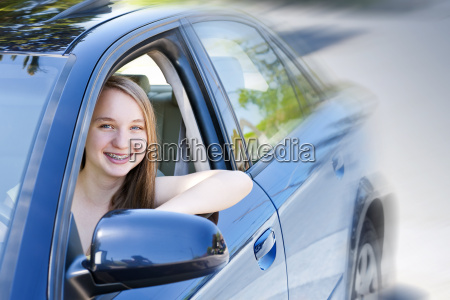 menina adolescente aprendizagem conduzir