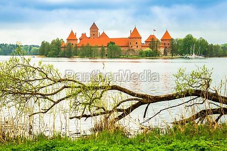 castelo velho medieval em trakai lithuania
