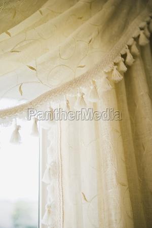 detalhe bordado cortinas com borlas