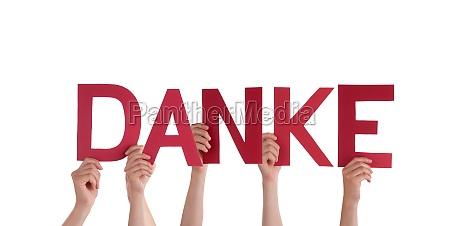 pessoas segurando vermelho danke