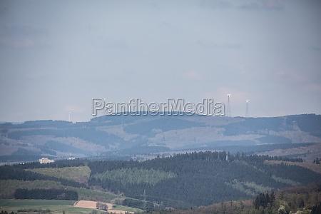 montanhas horizonte neblina campos florestas paisagem