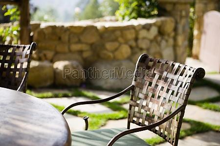 fundido cadeira do patio de ferro