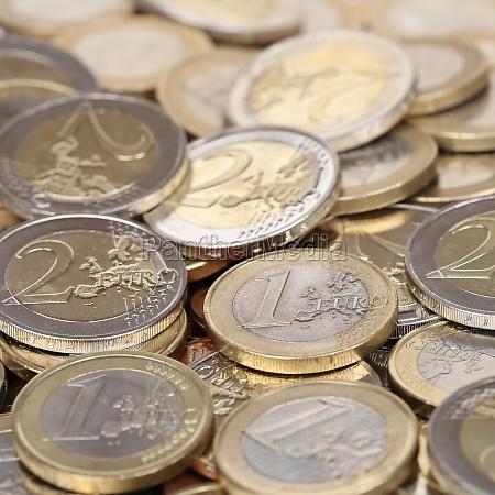 stapel mit ein und zwei euro