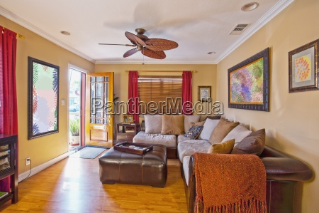 sofa seccional grande em pequena casa