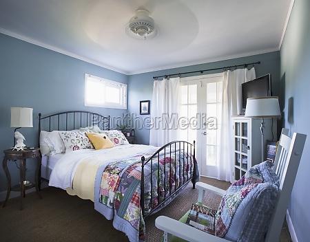 interior do quarto na casa encinitas