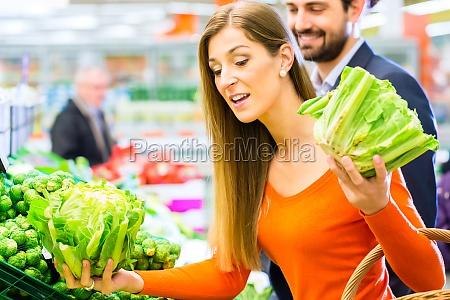 mulher pessoas povo homem alimento belo