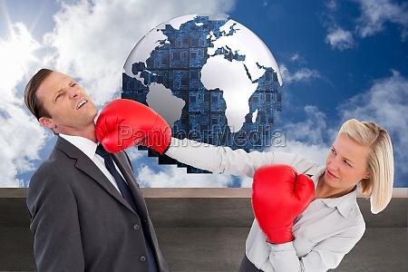 imagem composita de empresaria batendo colega