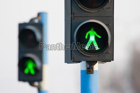 duas luzes verdes para pedestres