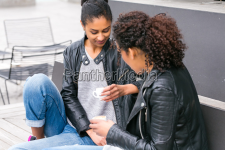 amizade beber bebida par cafe namoradas