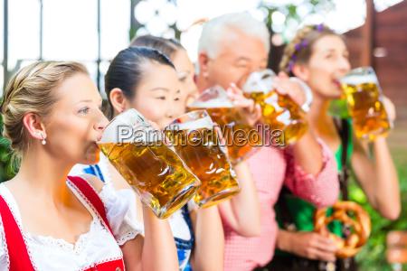 no jardim da cerveja amigos