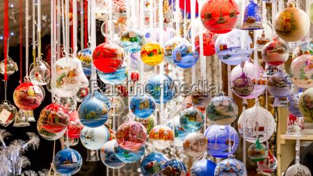 enfeites de natal coloridos