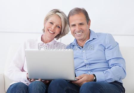 mulher pessoas povo homem caderno computadores