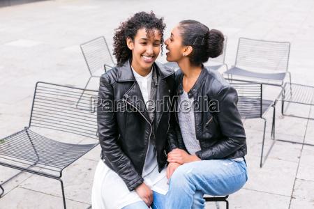 melhores amigos se divertem no parque